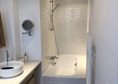 Conception salle de bain petite surface - Atmosphere Travaux